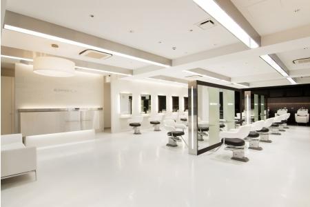店内はどこも白を基調とした広々とした空間!
