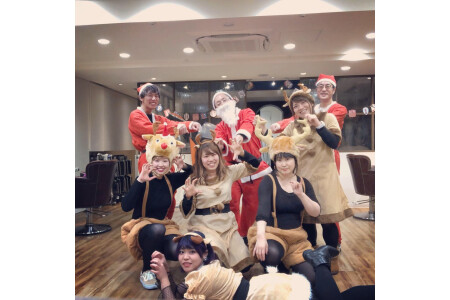 【サロンワーク】クリスマスはみんなで楽しく営業しています☆