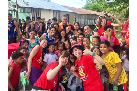 ボランティアにも積極的に参加!セブ島でのチャリティー活動。