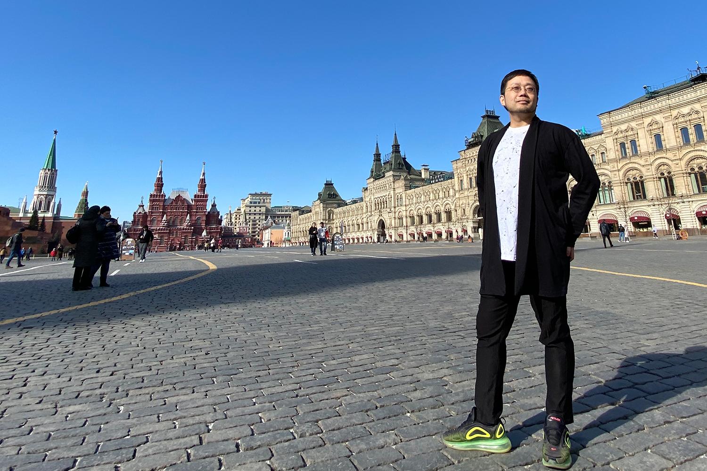 店を畳んで単身ロシアへ! 42歳で飛び込んだ美容師の挑戦 ― ロシア初の ...